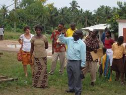 Die Einweihung des Wandbilds in Ghana
